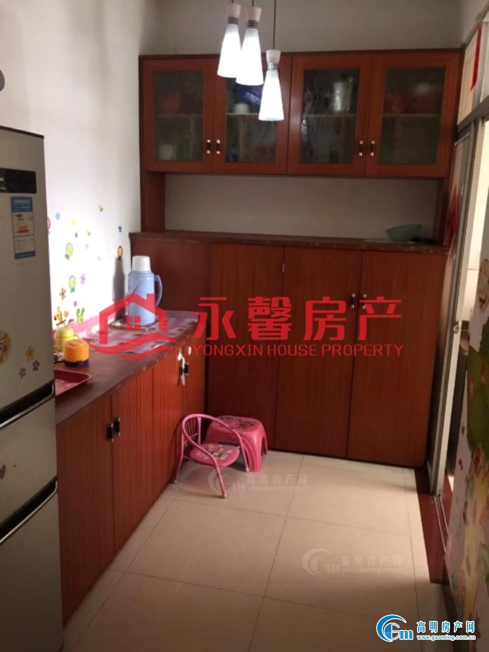 河江电梯洋房 家私家电齐全 拎包入住 仅租2000元