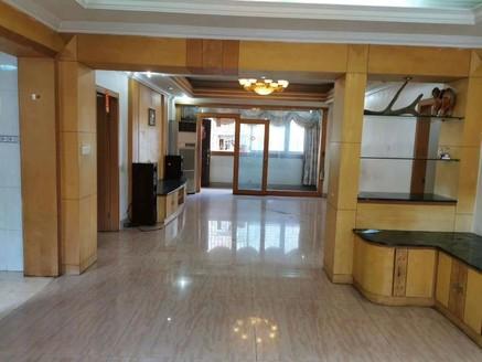 大润发商圈 小区管理准电梯中楼层三房装修新净 拎包入住那种!!