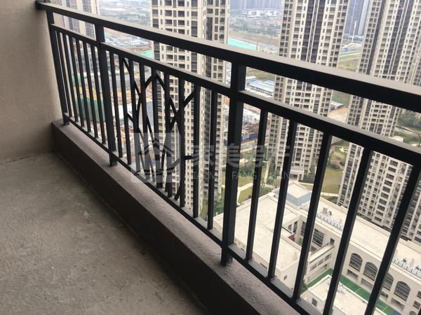美的东区中高楼层107方业主急售98万单价9150元!