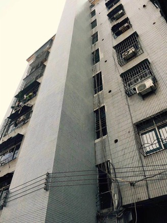 城区电梯楼。保养新净,带精装修,靓楼层,直接拎包入住!