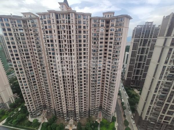 西江新城东湖洲花园。4房实用单位,小区管理,南北对流,格局正,视野开阔,采光好!