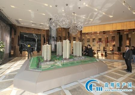 华盈广场商圈-电梯靓楼层三房-接受低首付-单价仅需六字头-全城全笋的电梯楼