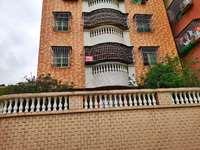 有一房一厅套间出租 楼房前面空地有大量停车位、还带么托车房