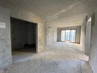 美的明湖二期,靓楼层,137方四房,毛坯,南北对流,售价135万。