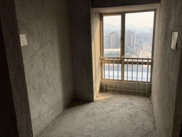 中恒广场 2房单位 毛坯电梯楼 风景好 小区环境好 总价仅4字头
