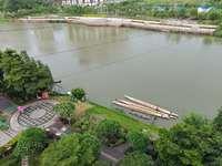 电梯中层 秀丽河景观三房 实用率高 带主套 仅售79万!
