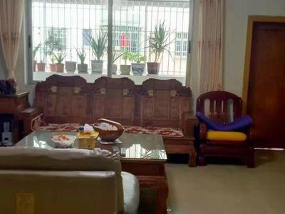 西江新城附近-马赛克外墙低楼层大三房装修新净有小车位 拎包入住那种-近市场近夜市