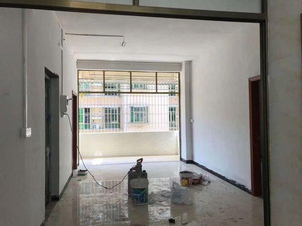华成商住楼 马赛克 3房新装修 即可入住 只卖 46万