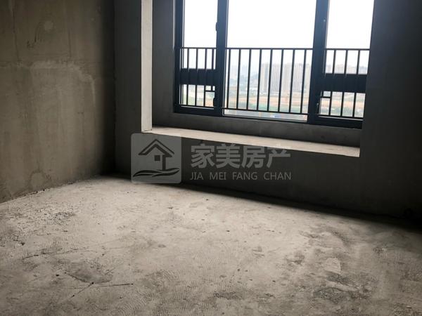 无敌江景,明湖景无一丝遮挡,正南向三房二厅。业主亏本出售!