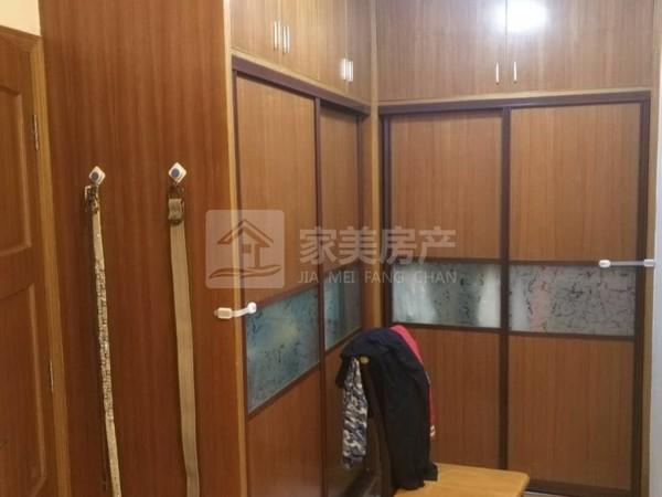 一降再降,单价6字头买大润发商圈电梯洋房,126方大三房二厅二卫装修新净。