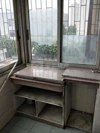 荷城城区荷香路低层85方三房有装修,总价仅30万,看中有得谈哦!