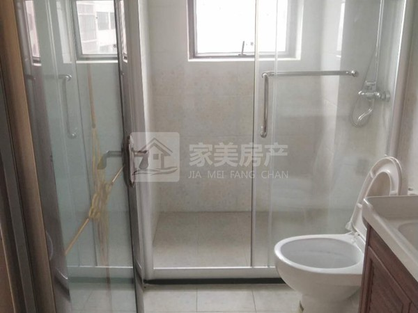城区锦绣花园小区电梯102方三房精装修,南北通透,布局合理。