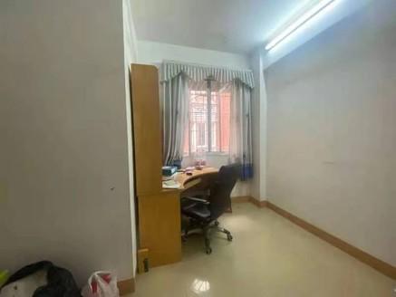 河江百惠商场附近 步梯中楼层三房装修新净 拎包入住