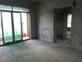 荷城电梯小区 有地下停车场 毛坯大3房 实用面积有90方 带赠送的 够2年