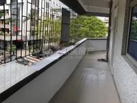 宏福花园,精装大三房,小区环境优美,户型实用,业主诚心出售!