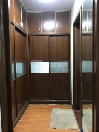 笋到曝 大润发商圈 单价6字头 电梯中层 保养新净 可拎包入住 锦华花园