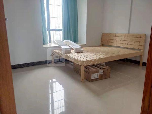 大型小区精装修三房,拎包入住。总价仅5字头!业主急售,仅此一间