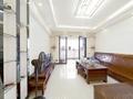 大型小区管理 首付20万 双阳台 精装修 楼龄新 房大厅大