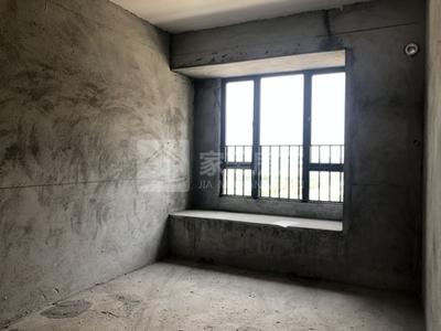 美的明湖一期 毛坯三房 厅大房大 中间楼层采光足 业主急售降价卖