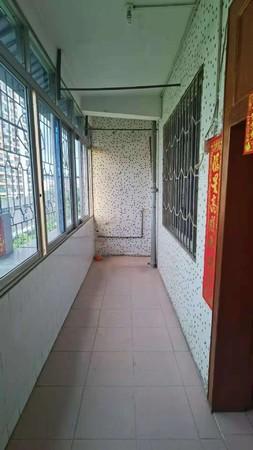 沃尔玛商圈 马赛克中层 108方3房 可以改4房 送杂物房 只卖38万