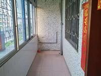 沃尔玛商圈-马赛克外墙步梯中楼层三房带杂物房-单价仅需三字头-笋
