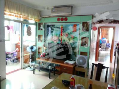明港城,小区环境优美,家私家电齐全,精装三房,拎包入住