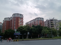 华虹苑 大润发商业区 3房2阳台 楼龄新 准备安装电梯 超笋价57万
